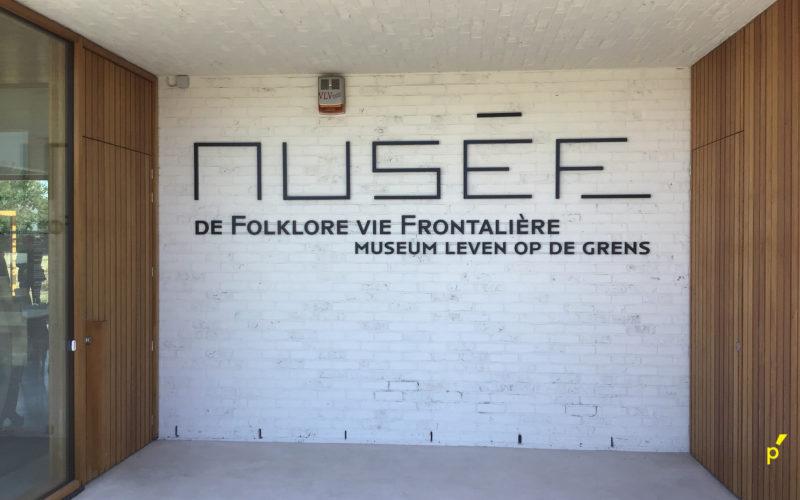 Musee De Folkore Reliëfletters Publima 03